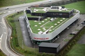 Porsche Schweiz AG: Porsche Zentrum Zug eröffnet in Rotkreuz / Sportwagenhersteller bezieht neuen Hauptsitz