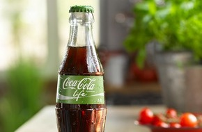Coca-Cola Deutschland: Die Coca-Cola Familie bekommt Zuwachs: Coca-Cola Life ist da / Die neue Sorte ist die erste Coca-Cola gesüßt mit Stevia-Extrakt