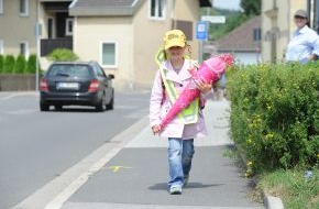 HUK-Coburg: Tipps für den Alltag / Damit der Weg in die Schule nicht ins Krankenhaus führt / Haftungsprivileg für Kinder - Autofahrer müssen aufpassen: Fuß vom Gas