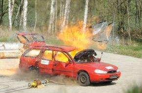 Dekra SE: Vorsicht beim Grillspaß mit Gas / DEKRA Sicherheitstipps für Umgang mit Gasflaschen (FOTO)