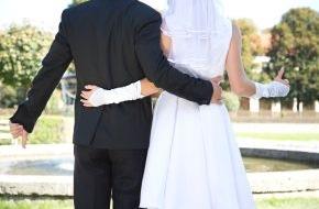 """SAT.1: Blind-Date im Standesamt: SAT.1 zeigt ungewöhnliches Beziehungsexperiment """"Hochzeit auf den ersten Blick"""" ab 16. November 2014 erstmals im deutschen Fernsehen"""