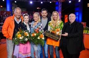 """kabel eins: """"Blond grillt gut!"""" Janine Kunze und Sonya Kraus erobern den Titel """"kabel eins BBQ-King 2015"""" / Event-Show """"Abenteuer Grillen"""" am Dienstag, 26. Mai 2015, um 20:15 Uhr bei kabel eins"""