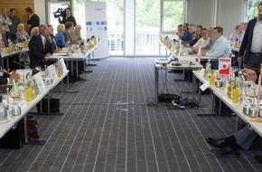 Chemie-Verbände Baden-Württemberg: Chemie-Tarifrunde 2016 Baden-Württemberg: Verhandlung vertagt / Arbeitgeber: Nur eine moderate Entgelterhöhung sichert Wettbewerbsfähigkeit