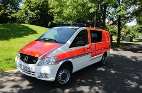Feuerwehr Dorsten: FW-Dorsten: Notarzteinsatzfahrzeug der Feuerwehr am Morgen verunglückt