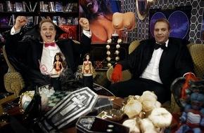 """Tele 5: """"So eine Art Micaela Schäfer mit Fangzähnen!"""" / Oliver Kalkofe und Peter Rütten präsentieren """"SchleFaZ: Vampirella"""" am 21. August um 22:10 Uhr auf TELE 5"""