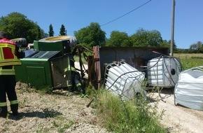 Traktor stürzt um