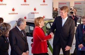 Vodafone GmbH: Bundeskanzlerin Angela Merkel besucht Vodafone auf der IT-Messe CeBIT (mit Bild)