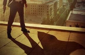 """Sky Deutschland: """"Powers"""" definiert das Superhelden-Genre neu: die atemberaubende Mischung aus Crimestory und Sci-Fi-Spektakel ab 6. Juli auf Sky"""