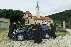 AUTO BILD: AUTO BILD im Kloster - Mehr Auto braucht kein Mönch!