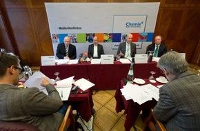 Chemie-Verbände Baden-Württemberg: Konjunktur in der chemischen Industrie in Baden-Württemberg / Deutliches Wachstum bei Chemie und Pharma 2015 / Aufholbedarf zur Gesamtindustrie im Land