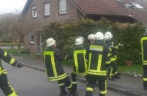 """Freiwillige Feuerwehr Bedburg-Hau: FW-KLE: Bedburg-Hau: Zahlreiche Einsätze durch Sturmtief """"Niklas"""" (Fortsetzung der Meldung, Stand: 16:30 Uhr) /Baum droht auf Haus zu stürzen"""