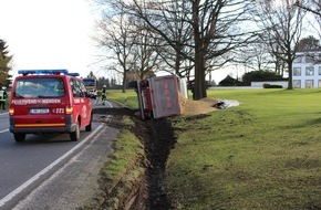 Freiwillige Feuerwehr Menden: FW Menden: Verkehrsunfall: Umgekippter LKW mit Sandladung