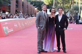 Constantin Film: Stars, Blitzlichtgewitter und glückliche Fans: LOVE, ROSIE in Rom auf dem Filmfestival (FOTO)