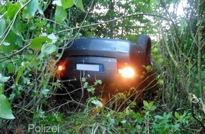 Polizeipräsidium Westpfalz: POL-PPWP: Schwedelbach: Kopfüber in der Böschung gelandet