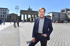 """SAT.1: SAT.1 feiert 25 wiedervereinigte Jahre! Ulrich Meyer präsentiert neue Rankingshow """"Wir sind Deutschland"""" - ab 12. August 2015 um 20:15 Uhr"""