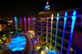 alltours flugreisen gmbh: Das leuchtende Hotel Neptuno ist die neue Attraktion auf Gran Canaria am Abend / Mur Hotel eröffnet Erwachsenenhotel nach umfangreicher Renovierung neu