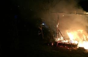 Freiwillige Feuerwehr Menden: FW Menden: Gartenhütte niedergebrannt