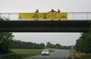 """Polizeiinspektion Nienburg / Schaumburg: POL-NI: Banner """"Tippen tötet"""" warnt Autofahrer an der B61"""