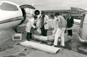 ADAC: Weltweite Hilfe seit 40 Jahren / Der ADAC Ambulance Service fliegt Urlauber bei Unfall oder Krankheit weltweit heim / 788 843 Patienten wurden seit 1975 betreut