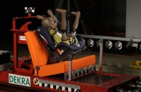 AUTO BILD: AUTO TEST: Kindersitze im Crashtest / Falsche Sicherung bringt Kinder in Lebensgefahr