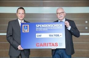 Caritas Schweiz / Caritas Suisse: Kampf gegen Kinderarmut: ALDI SUISSE spendet Caritas rund 100'000 Schweizer Franken