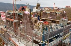 LBS West: Die neue Sehnsucht nach Sicherheit / LBS: Angebot bei Wohnimmobilien immer knapper / Bauspar- und Finanzierungsgeschäft zieht an