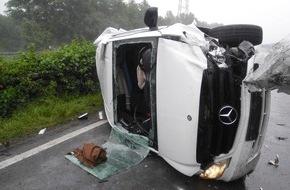 Feuerwehr Bottrop: FW-BOT: Bottrop; Verkehrsunfall auf A31 3 Verletzte, 1 Person eingeschlossen, aus Fahrzeug befreit