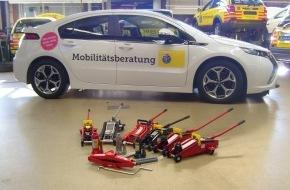 Touring Club Schweiz/Suisse/Svizzero - TCS: Le TCS teste des crics: souvent en option pour les voitures neuves