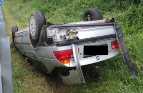 Polizeipräsidium Trier: POL-PPTR: Verkehrsunfall unter Alkoholeinfluss und wegen Übermüdung auf der BAB 1 Gemarkung Wittlich ; Fahrer leicht verletzt
