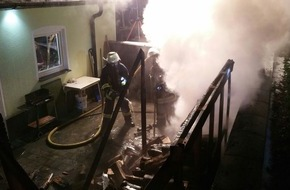 Freiwillige Feuerwehr Lage: FW Lage: Brennt Kaminholz an Garage - 04.01.2016 - 22:59 Uhr