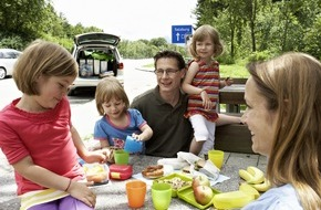 ADAC: Auch bei großer Hitze sicher ans Ziel / ADAC gibt Tipps zum Sommerferienstart