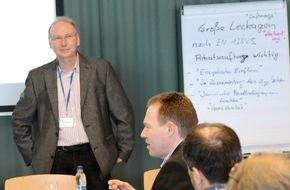 MOLL bauökologische Produkte GmbH: Keine Angst vor Luftdichtung und Qualitätskontrolle / Blower-Door-Messdienstleister diskutieren aktuelle Anforderungen bei der FliB Mitgliederverammlung