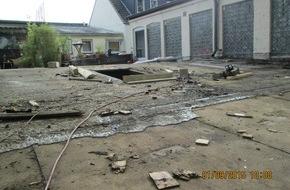 Polizeidirektion Bad Segeberg: POL-SE: Elmshorn: Astbestarbeiten gestoppt - Strafanzeige - mit Foto