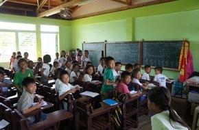Caritas Schweiz / Caritas Suisse: Deux ans après le typhon Haiyan / Caritas inaugure les premières salles de classe et maisons aux Philippines