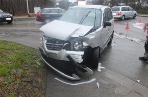 Polizei Düren: POL-DN: 27000 Euro Sachschaden nach Verkehrsunfall