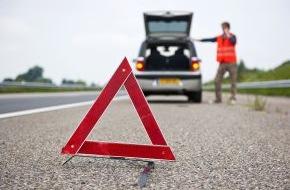 CosmosDirekt: Was tun bei einer Panne auf der Autobahn? (FOTO)