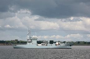 """Presse- und Informationszentrum Marine: Warnemünder Tender unter NATO-Flagge - Tender """"Donau"""" wird Flaggschiff im NATO-Verband"""