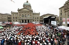 Schweizerisches Rotes Kreuz / Croix-Rouge Suisse: Les 150 ans de la CRS sur la place fédérale