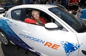 Mazda (Suisse) SA: Mazda präsentiert den ersten RX-8 Hydrogen RE mit norwegischen Spezifikationen anlässlich eines feierlichen Events in Oslo