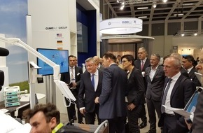 ClinicAll: Hermann Gröhe, Bundesminister für Gesundheit besucht ClinicAll auf der conhIT in Berlin