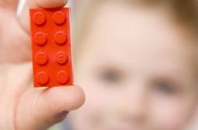 LEGO GmbH: Der LEGO® Stein wird 50 / Fünf Jahrzehnte Spiel, Spaß und Kreativität