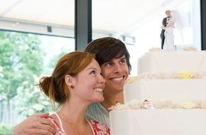 DVAG Deutsche Vermögensberatung AG: Jetzt beginnt die Hochzeitssaison: Beim Start ins Eheglück Versicherungen zusammenlegen und sparen