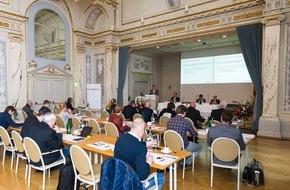 GastroSuisse: Conférence de presse annuelle GastroSuisse: Le franc fort et le tourisme de la restauration défient l'hôtellerie-restauration