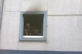 Feuerwehr Gelsenkirchen: FW-GE: 2 parallele Brandeinsätze in Gelsenkirchen Schalke und Altstadt