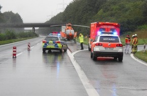 Feuerwehr Bottrop: FW-BOT: Bottrop; Verkehrsunfall auf der A31 eine Person von LKW erfasst
