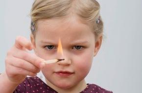 AXA Konzern AG: Feuer und Flamme - Für Kinder faszinierend, von Eltern unterschätzt