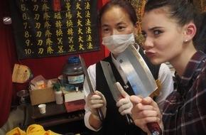 """ProSieben Television GmbH: Topmodel in Taiwan: Betty Taube geht für """"taff"""" auf  Inseltour - und is(s)t in einem Toilettenrestaurant"""