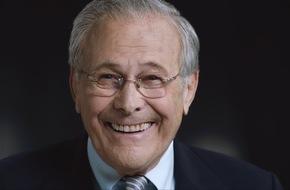 """ZDFinfo: """"Die Donald-Rumsfeld-Story"""": ZDFinfo zeigt erstmals deutsche Synchronfassung der Doku """"The Unknown Known"""" von Oscar-Preisträger Errol Morris"""