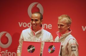 Vodafone GmbH: Motorsport meets Music: Vodafone Music Memory mit Lewis Hamilton und Heikki Kovalainen