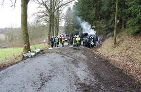 Polizeidirektion Neuwied/Rhein: POL-PDNR: Schwerer Verkehrsunfall mit Lkw und unerlaubtem Entfernen von der Unfallstelle